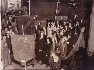 Digitising the NUWT... Voting on banners, c1930s  Document Reference: UWT/G/2/54